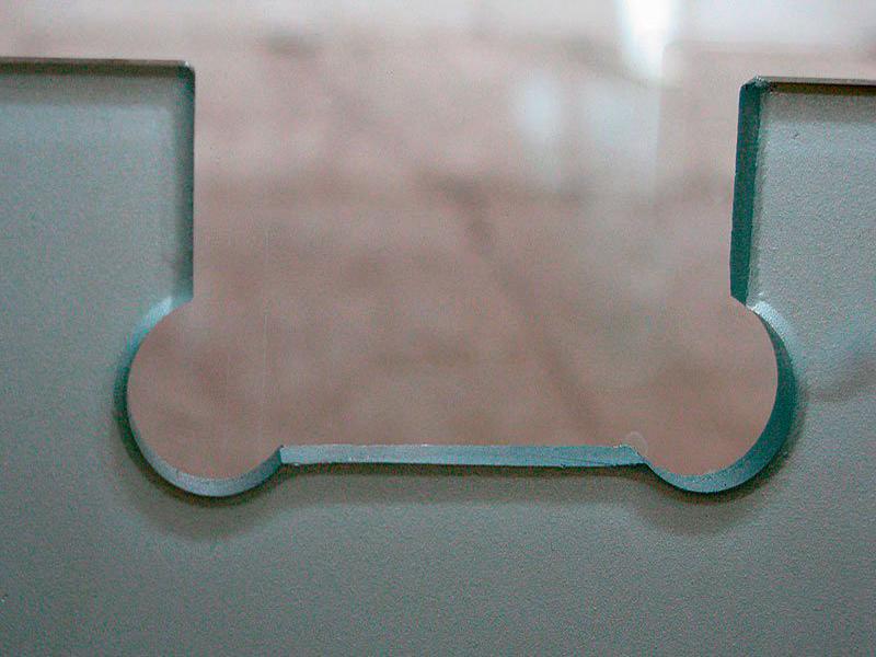 Отверстия и вырезы в стекле